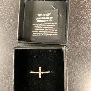 10k White Gold/Diamond Cross Ring